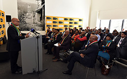 President Jacob Zuma briefs the South African delegation in Davos, Switzerland, 21 January 2016. (Photo: www.gov.za)